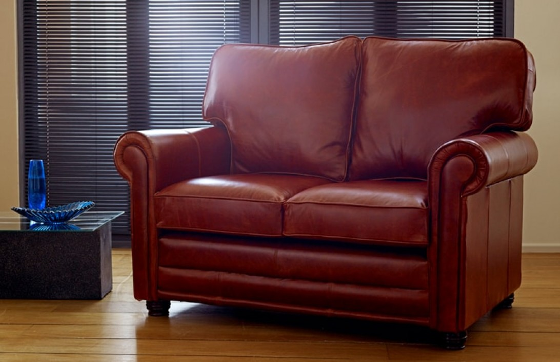 Lincoln traditional leather sofa leather sofas for Traditional leather sofas furniture
